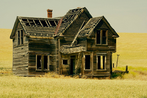 30 cool abandoned houses pictures for Classic houses images