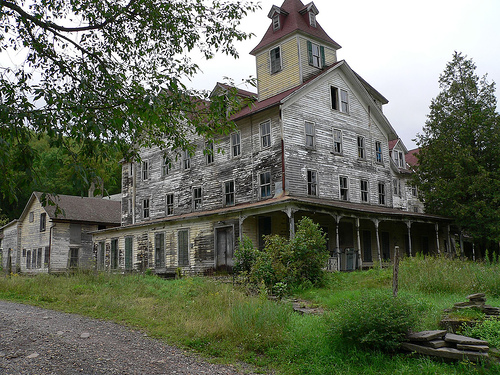 30 cool abandoned houses pictures