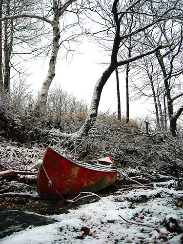 abandoned canoe by looseends