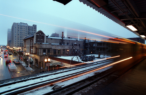 This is a northbound train to Howard by PhotoDu.de
