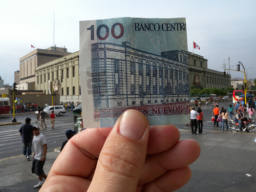 Biblioteca Nacional and the 100 Sole note in Peru
