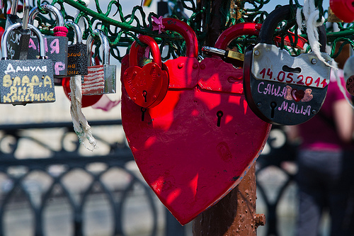 Lovebirds' bridge: Big love or great love?