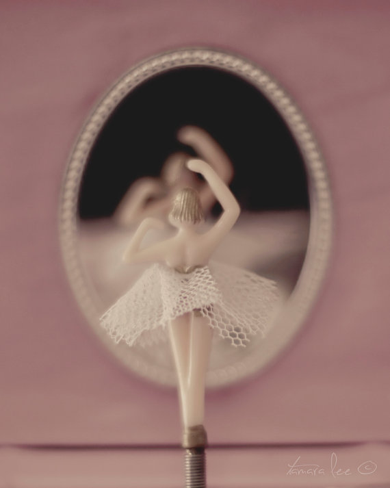 Little Ballerina - A Girl's Vintage Jewelry Box Twirling Ballerina