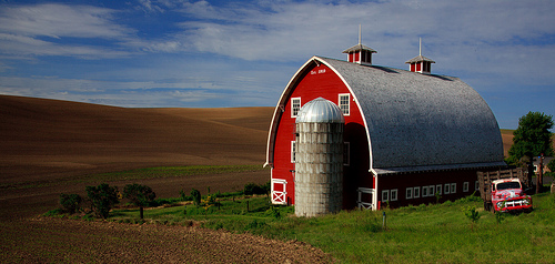 The famous Heidenreich Dairy Barn.