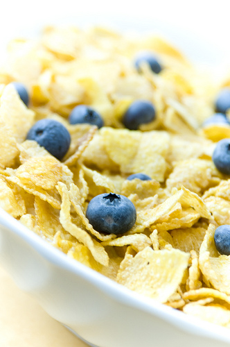 Corn Flakes Cereal with Blueberries