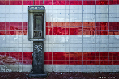 Disconnect pay phone