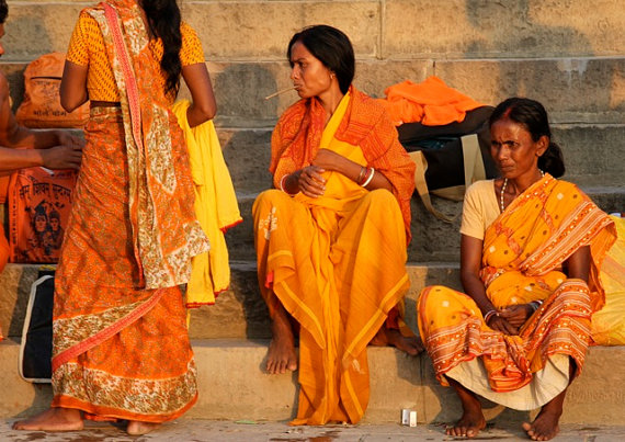 India Women - Morning Bath at the Ganges River sari