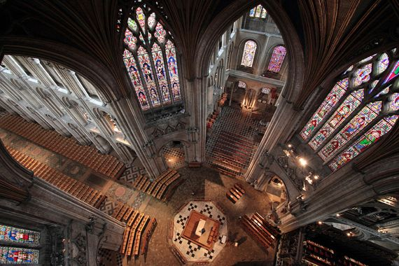 Hourly prayer in Ely cathedral