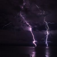 15 Awesome Pictures of Lightning Over Water
