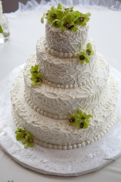 Buttercream Lace Wedding Cake by petempich