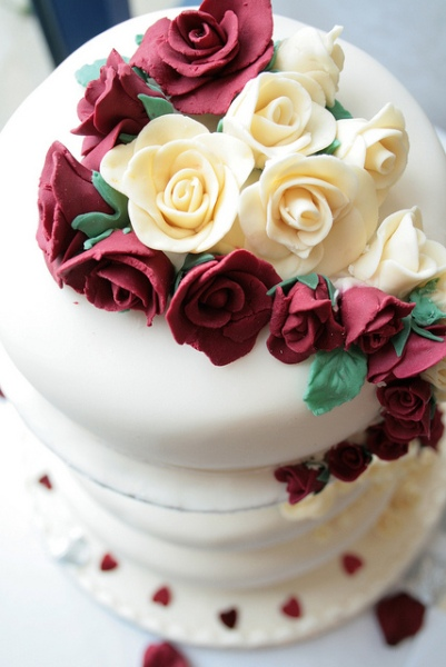 Red Roses Wedding Cake by Vicky Hugheston
