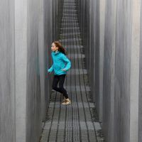 24 Memorable Pictures of Berlin's Holocaust Memorial
