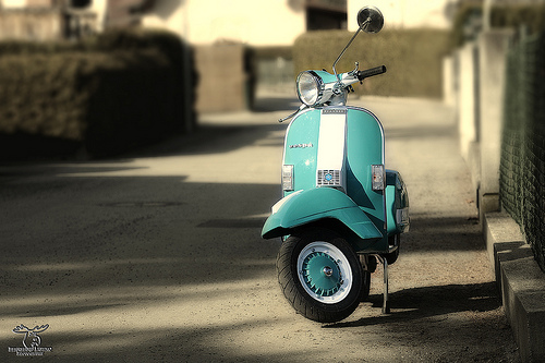 scooter vespa moped