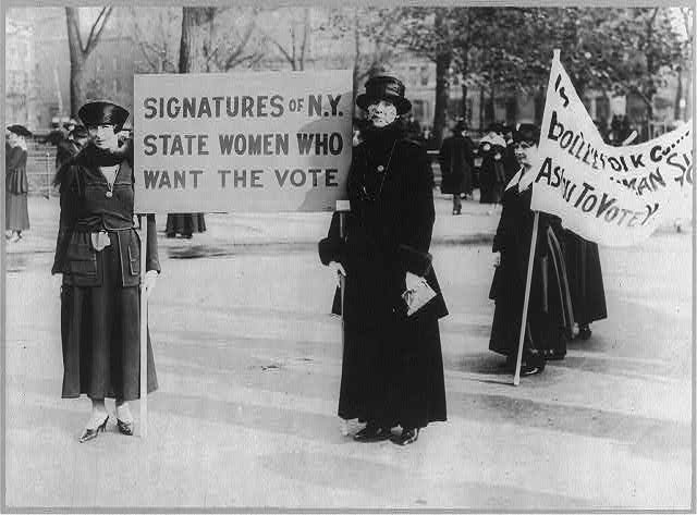 Suffragettes - U.S.: Audre Osborne and Mrs. James S. Stevens, with several others in background, 1917[?], holding signs