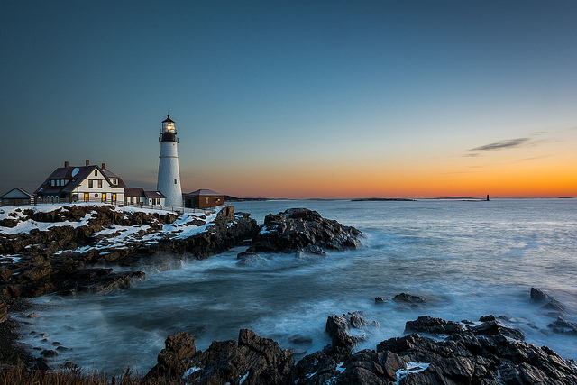17 Pictures of Lighthouses in Winter