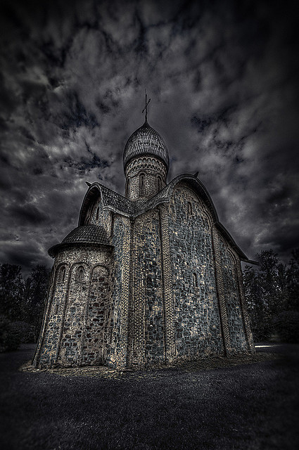 19 Spooky Pictures Of Churches